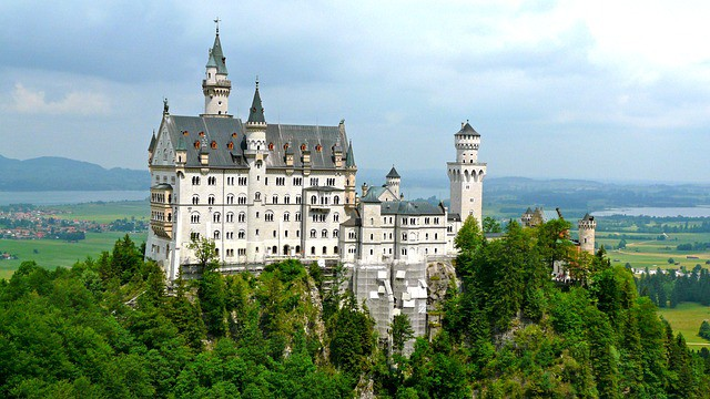 Castelo de Neuschwanstein visto de lado