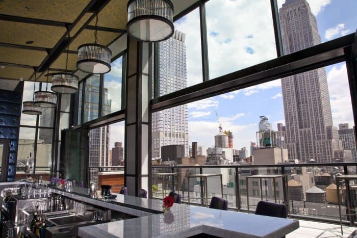 vista de Nova York do interior do restaurante