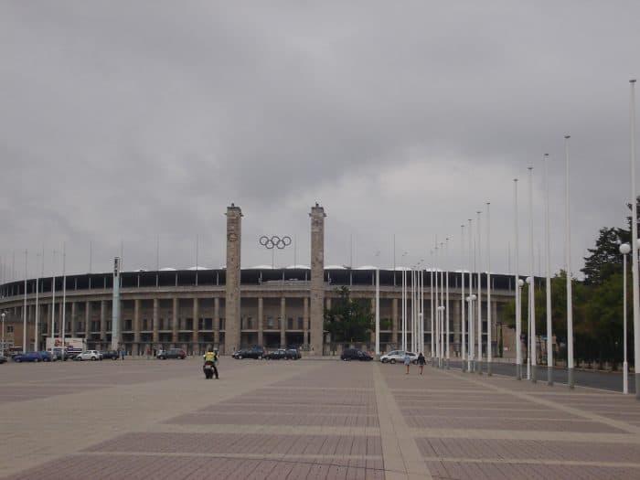 Estádio todo feito em pedra, em Berlim