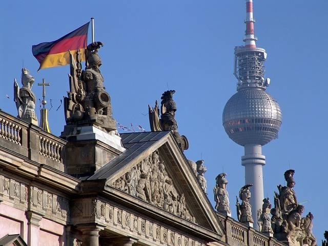 Torre de TV e bandeira da Alemanha