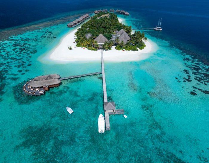 Vista aérea da ilha onde está o Mirihi Island Resort