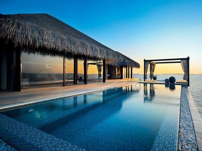 Suíte com piscina privativa de frente para o mar
