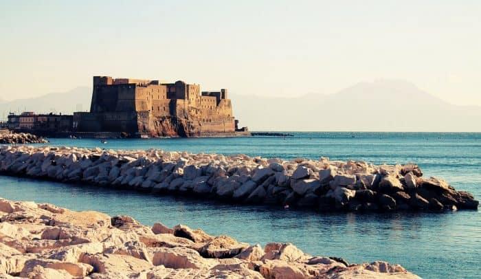 Como é o Castelo dell'Ovo