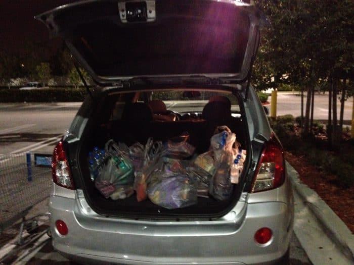 Carro com compras de supermercado