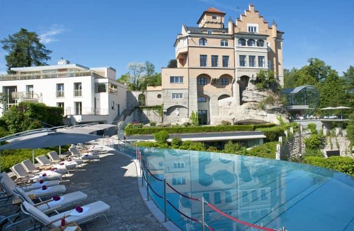 Castelos na Europa: Vista externa do Hotel Schloss Mönchstein