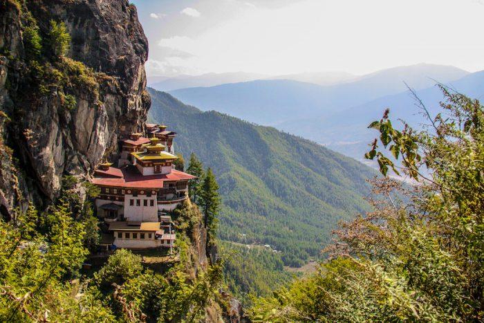 Monastério em rochas do Butão