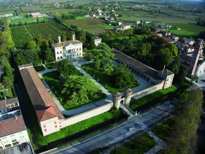 Castelo na Itália em vista panorâmica