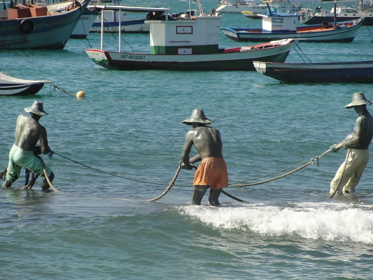 escultura Três Pescadores, em Búzios