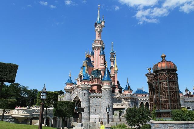 Disneyland Paris: Castelo da Bela adormecida em um dia de sol
