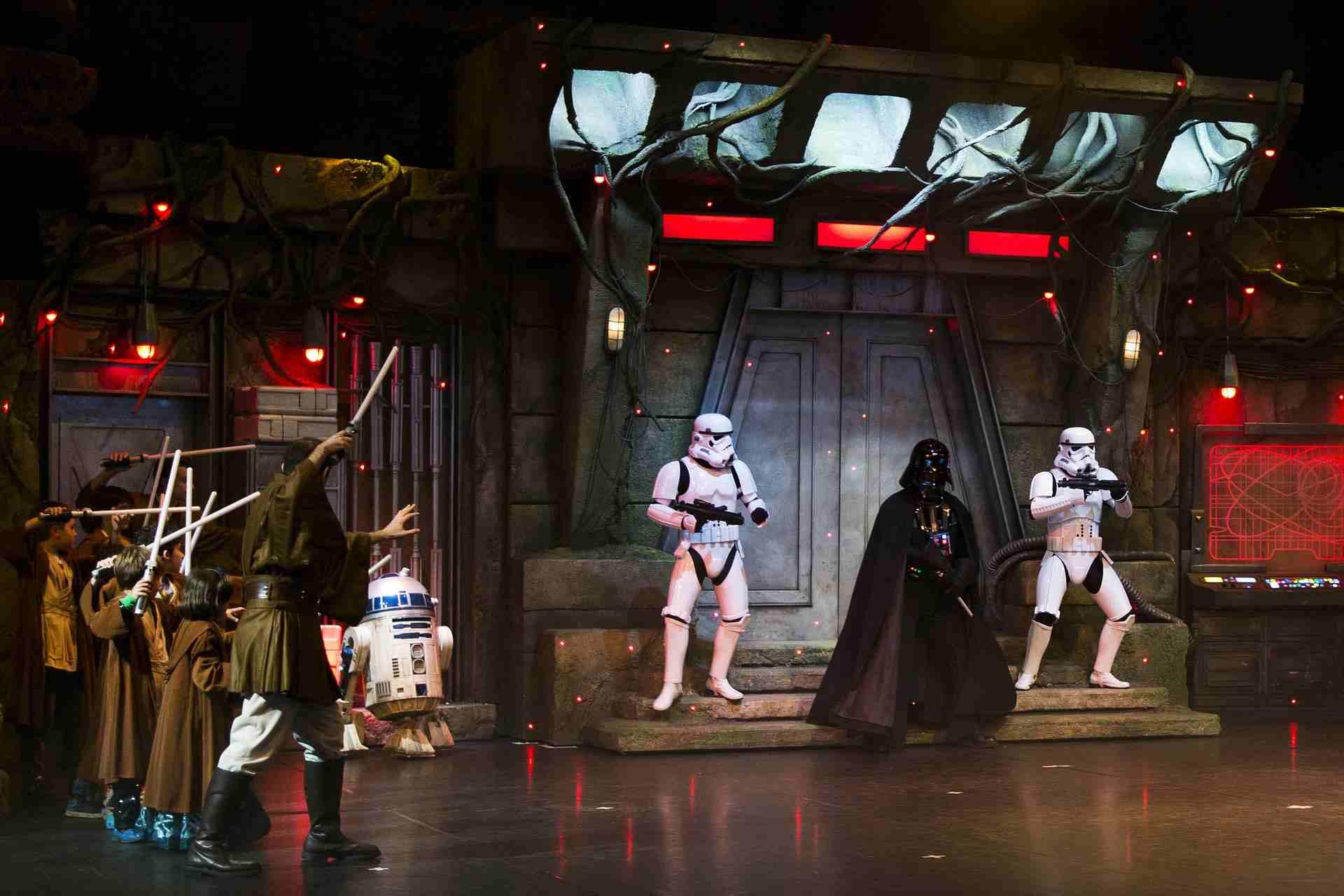 Disneyland Paris: Espaço Star Wars na Disneyland Paris com os personagens do filme