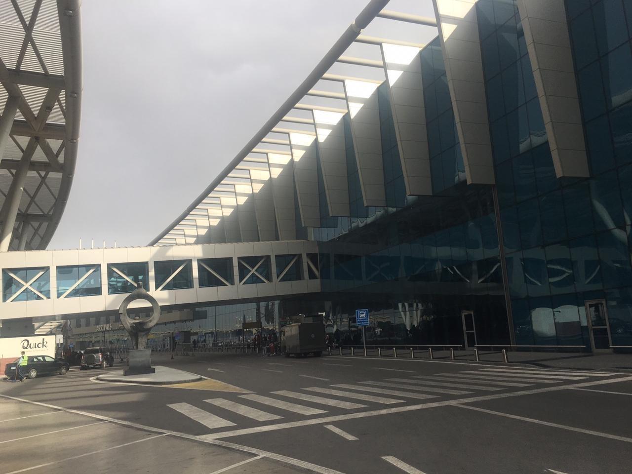 Entrada do principal aeroporto do Cairo