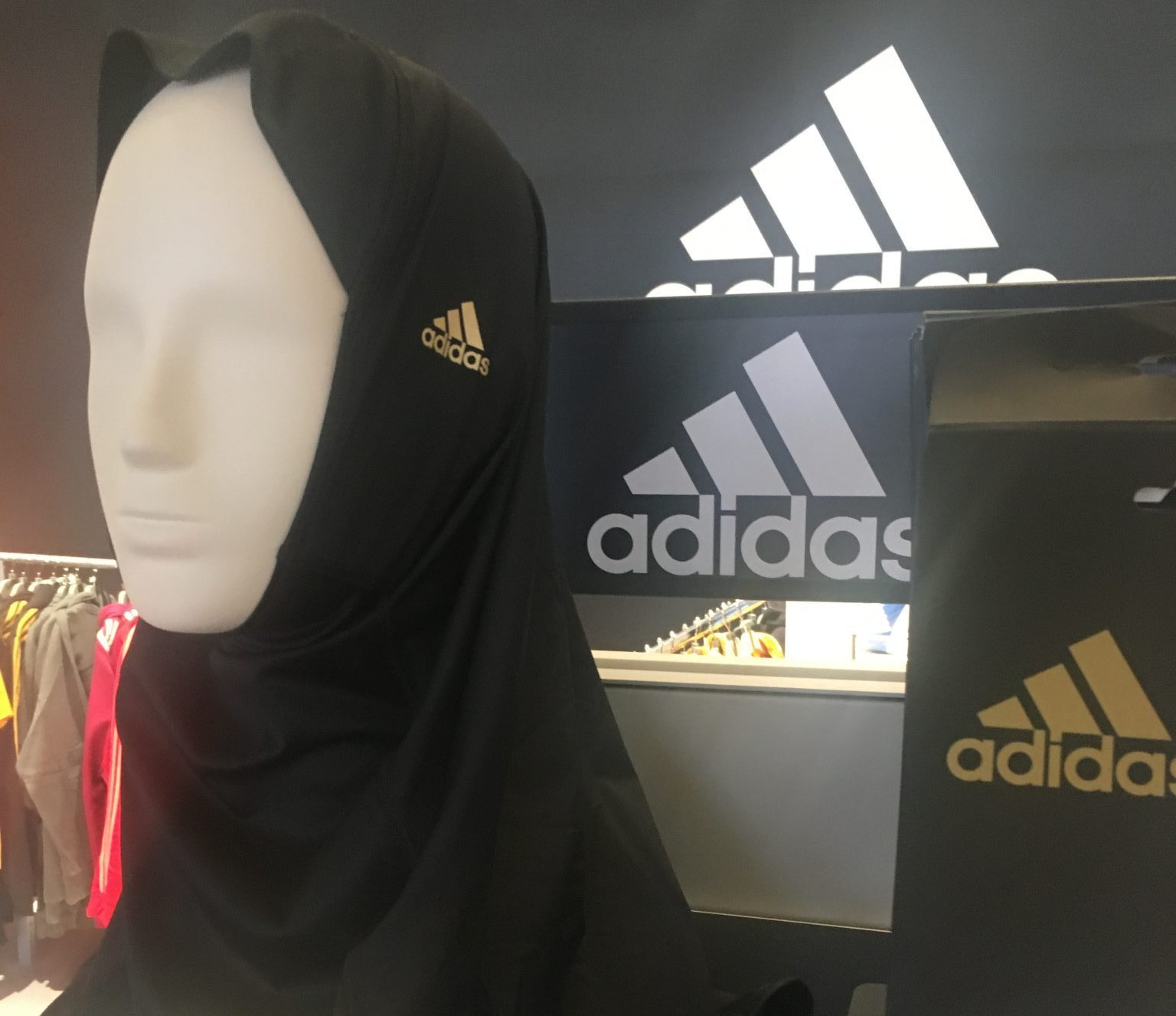 Burca da Adidas
