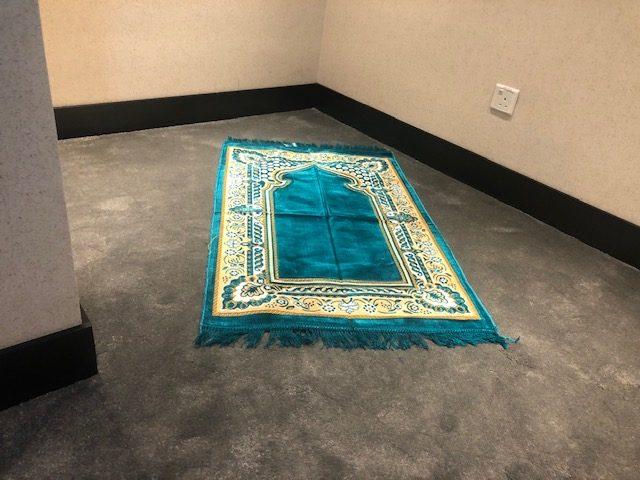 aeroporto de dubai tapete para oração