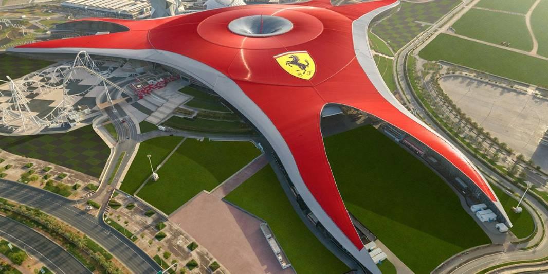 Cobertua do Ferrari World vista de cima