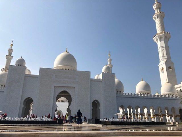frente da Mesquita Xeque Zayed