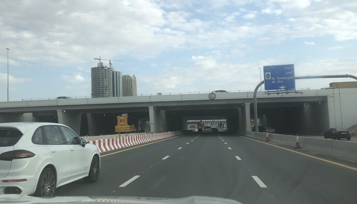 Estrada nos Emirados Árabes