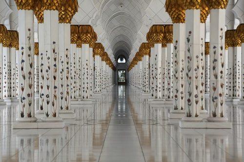 Dentro da Mesquita de Abu Dhabi