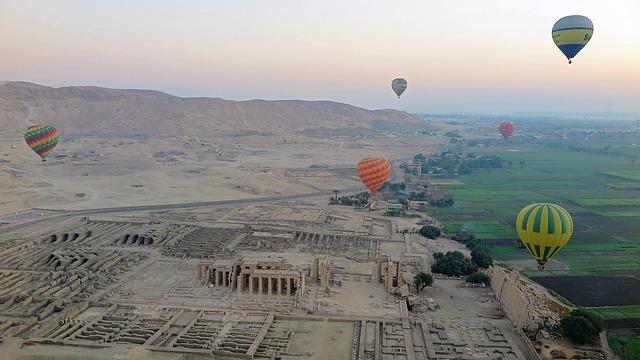 Sobrevoar de balão o Vale dos Reis