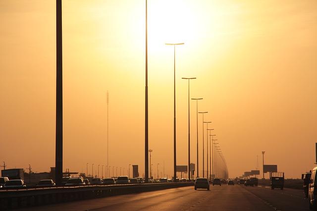 Estrada entre Dubai e Abu Dhabi
