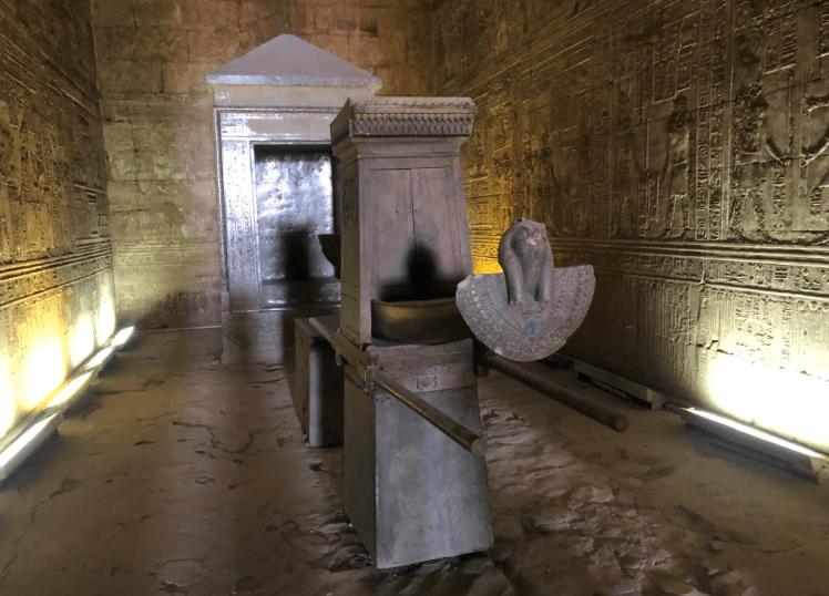 Como é o Templo de Edfu por dentro