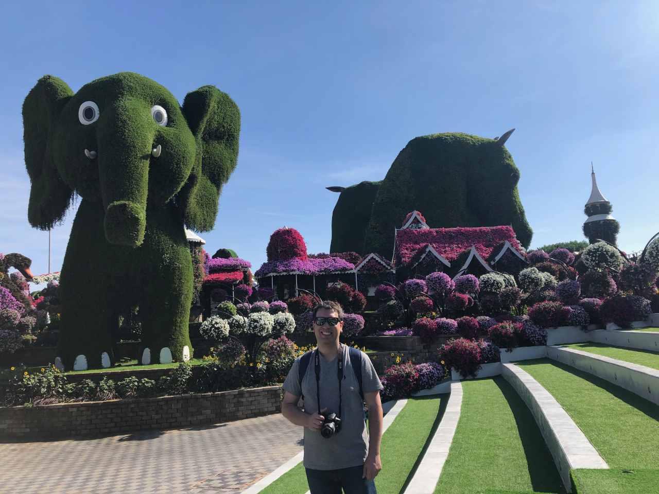 escultura de Elefante e Cavalo de flores