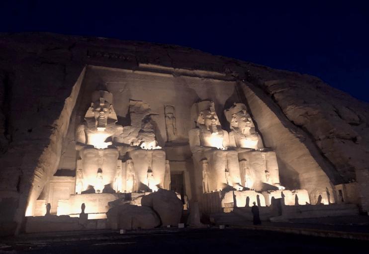 Templo de Abu Simbel de noite