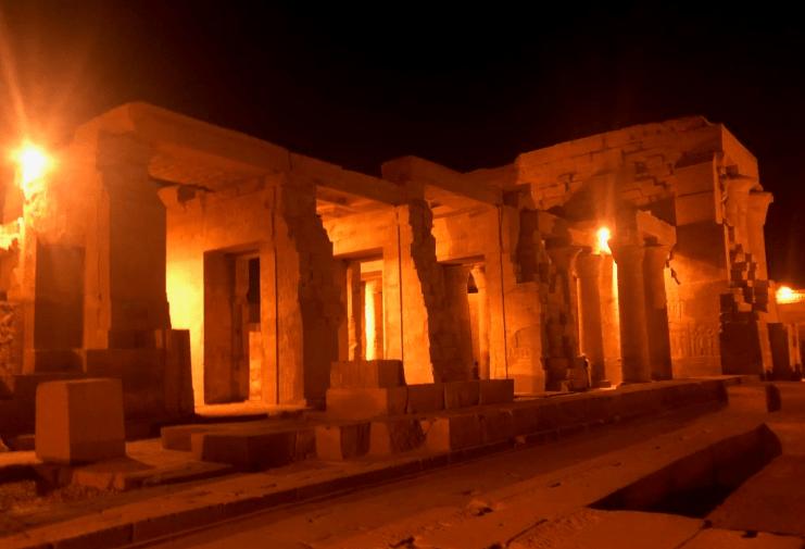 Templo de Kom Ombo de noite