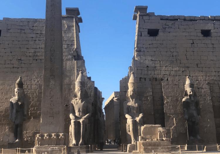 frente do Templo de Luxor