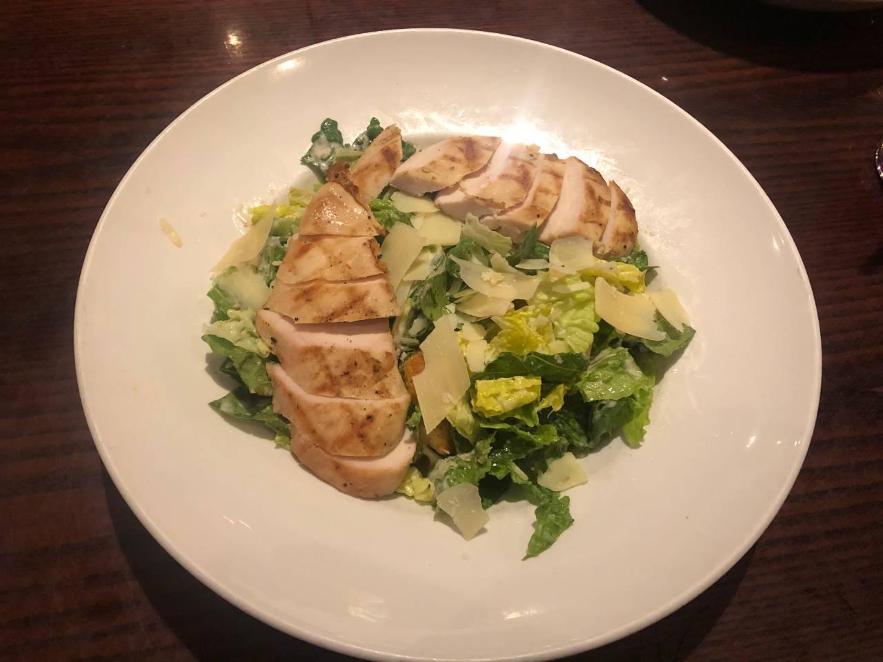 salada caesar do Hard Rock, um dos restaurantes temáticos de Orlando