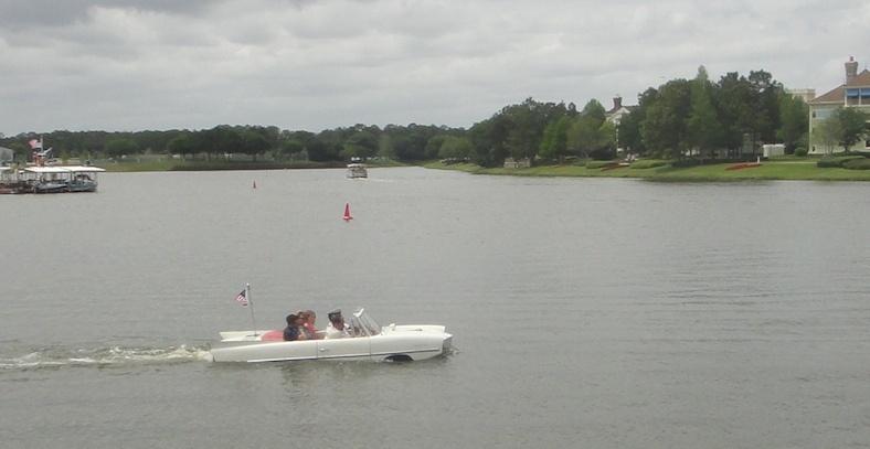 carros aquáticos que saem do The Boathouse, um dos restaurantes temáticos de Orlando