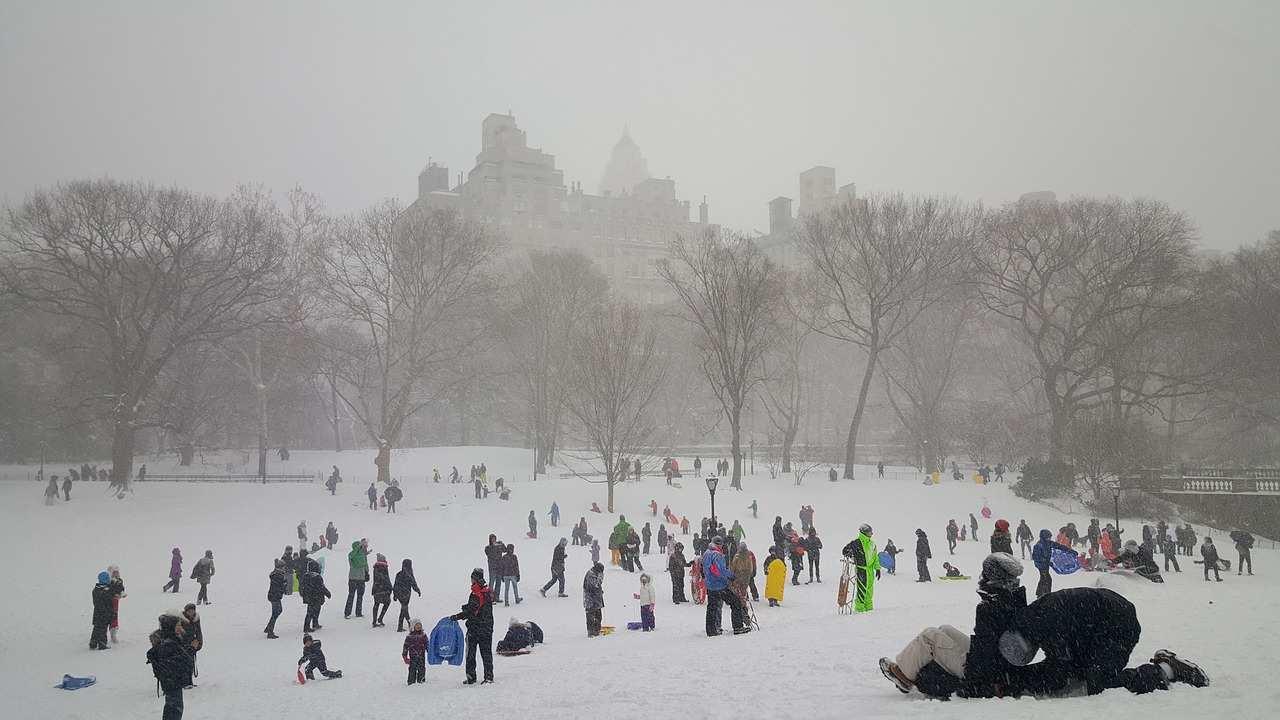 Nova York no inverno e pessoas no Central Park