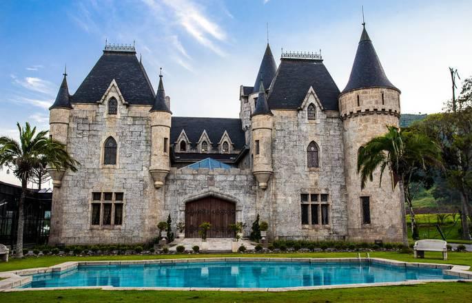 Castelos no Brasi: fachada do Castelo de Itaipava