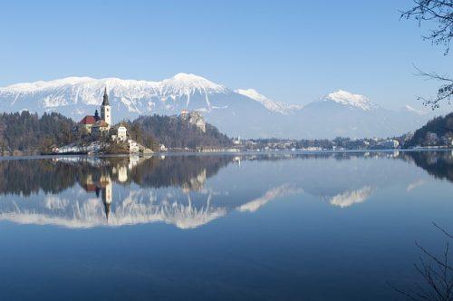 Lago bonito na Europa