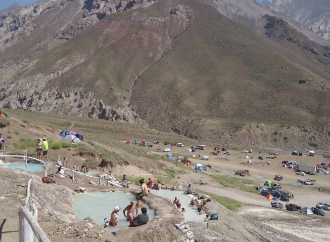 Piscinas termais em Baños Colina, no Chile