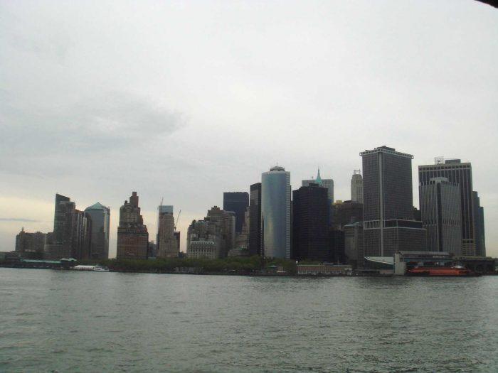 Cidade de Nova York vista do ferry que vai para a Estátua da Liberdade