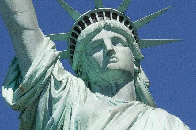 Da coroa da Estátua da Liberdade há uma linda vista de Nova York