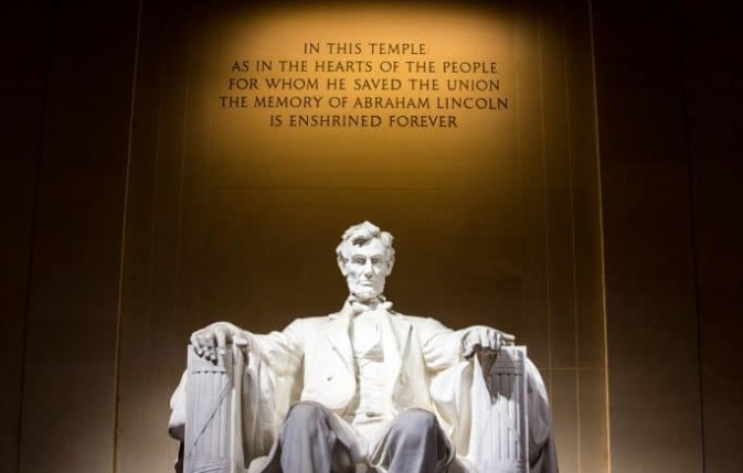 Estátua de presidente no Lincoln Memorial