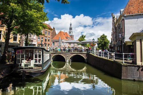 Como é a cidade de Alkmaar