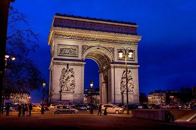Arco do Triunfo de noite