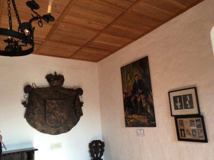 Peças da decoração do Castelo de Predjama