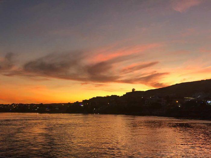 pôr do sol no Rio Nilo