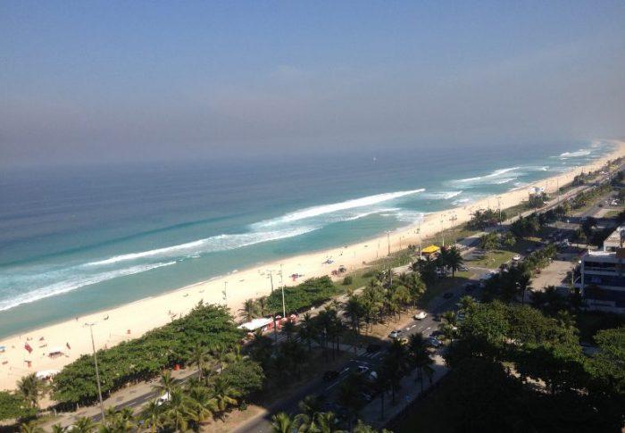 Como é a praia da Barra da Tijuca