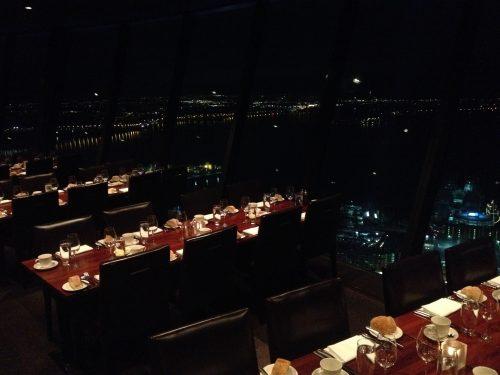 Jantar na Sky Tower Auckland