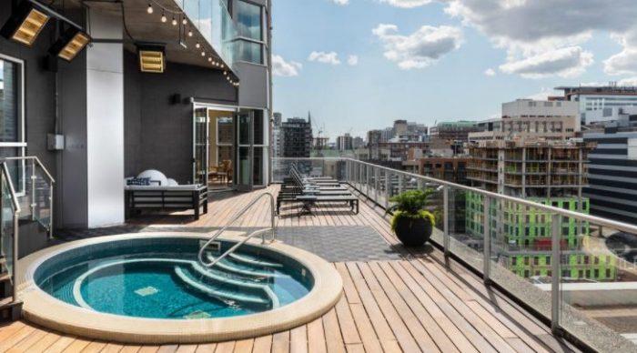 hotel com piscina no canada