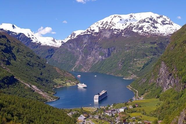 cruzeiro em fiorde na noruega